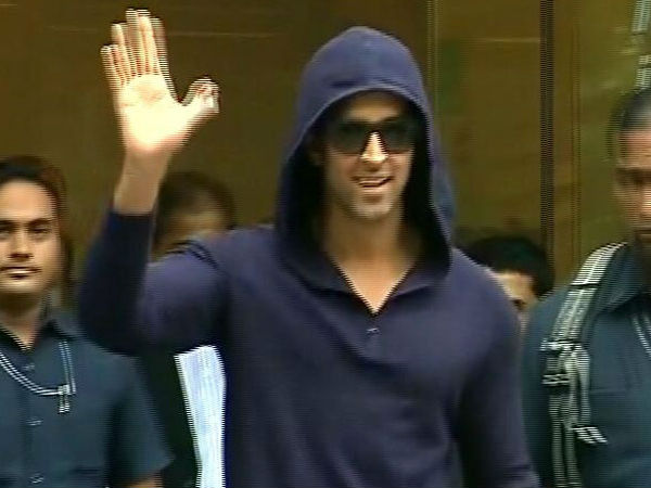 Hrithik Roshan Leaves Hospital After Surgery