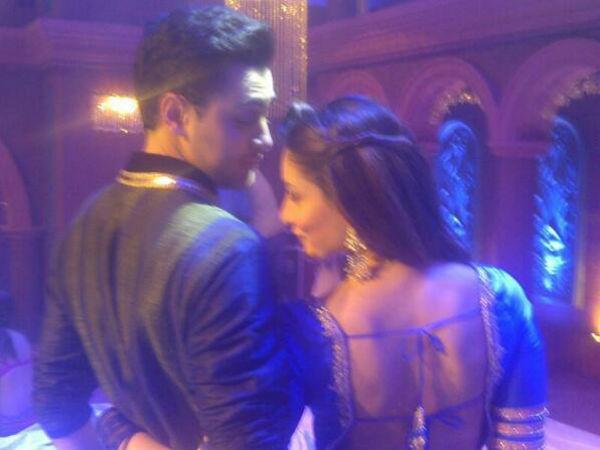 Kareena On Flashback On Set Of Gori Tere Pyaar Mein