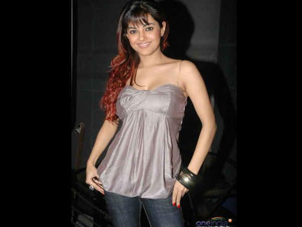 Meera Chopra To Debut In Bollywood