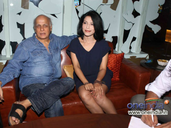 Mahesh Bhatt Congratulates Shahrukh Salman On Reunion