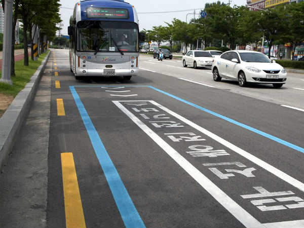 South Korea S Hi Tech Electric Road Charges Buses