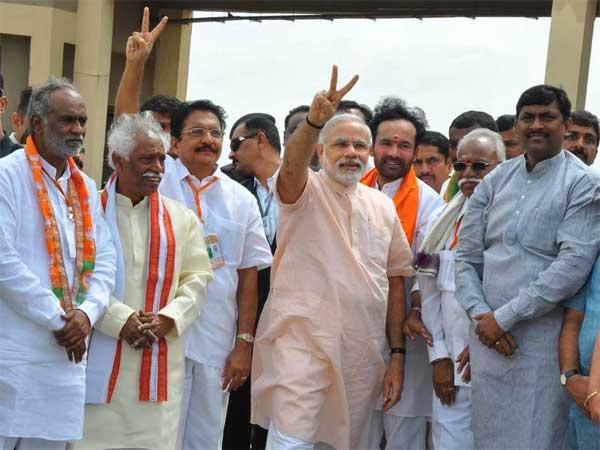 Congress Makes Narendra Modi Desi Obama