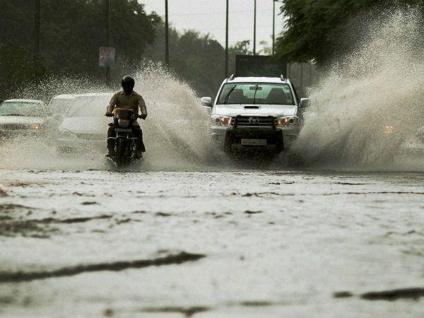 Heavy Rains Lash Delhi Ncr Waterlogging Hits Traffic