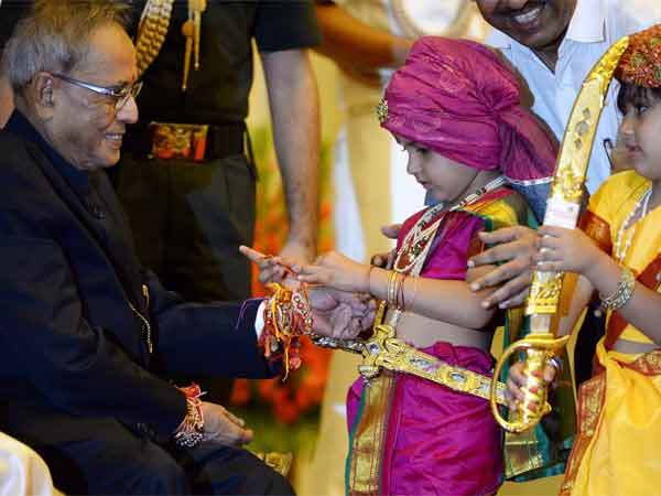 The President India Celebrates Raksha Bandhan With Children