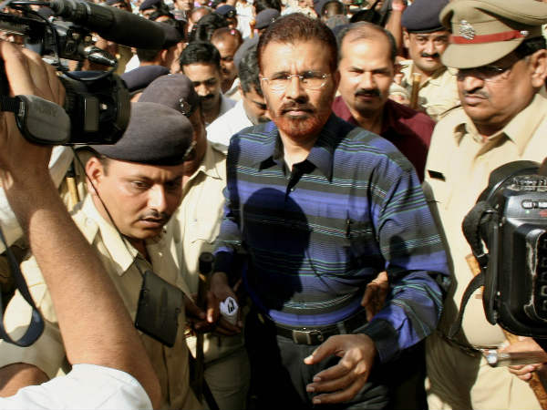 Cbi Questions Suspended Gujarat Ips Officer Dg Vanzara In Jail