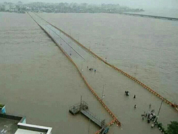 Heavy Rain In Gujarat Thousands People Migrated On Flood Warning