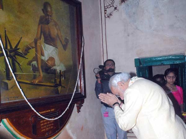 Gandhi Jayanti Narendra Modi Reached At Mohan S Dham