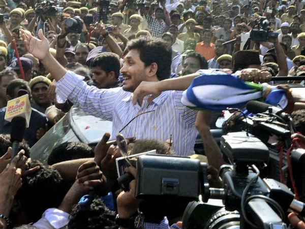 Telangana Crisis Sonia Wants To See Rahul As Pm Jagan