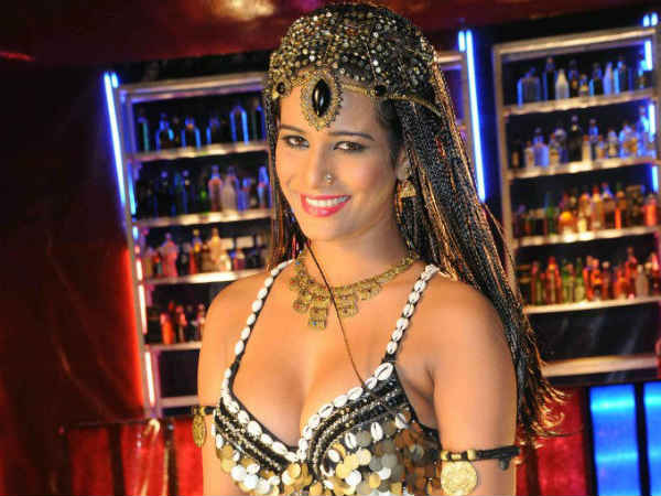 Poonam Panday To Debut In Kannada Film Industry