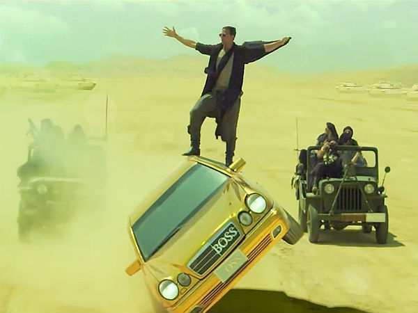 Boss Akshay Kumar Stunt With Golden Mercedes Benz
