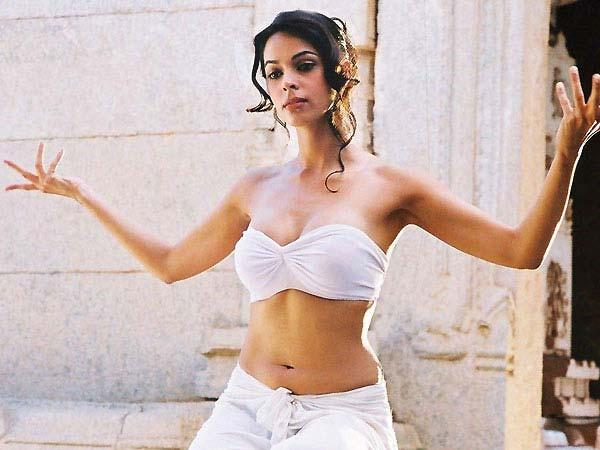 Hot Girl Mallika Sherawat Turns 37 Today