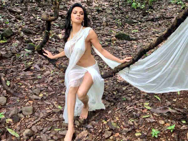 Kamasutra 3d Sherlyn Chopra Is Looking Hot Sensual White Sari