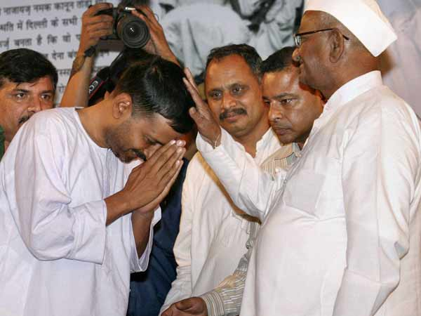 Anna Hazare Arvind Kejriwal War Words Over Money Cd Or Politics