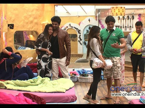 Bigg Boss 7 Kushal Is Back Apologises Tanisha Gets Tight Hug Return
