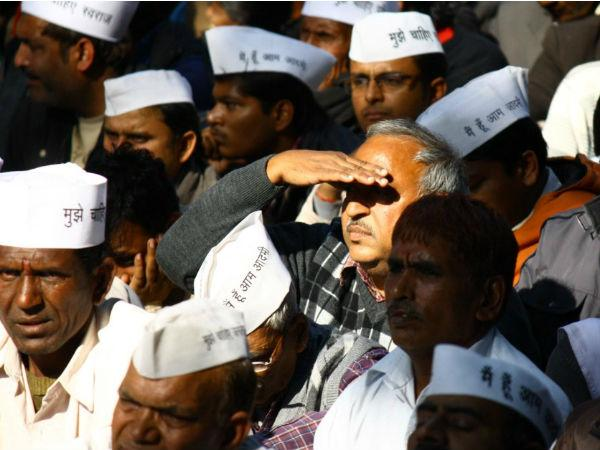 Aap Paid Campaign Exposed Youth Bribed To Wear Party Caps