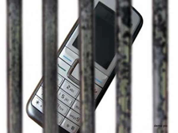 Mobile Founded Surat Jail 18 December