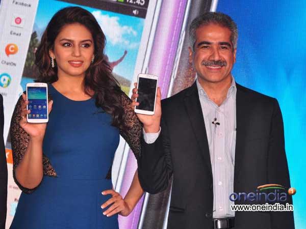 Huma Qureshi Launches Samsung Galaxy Grand