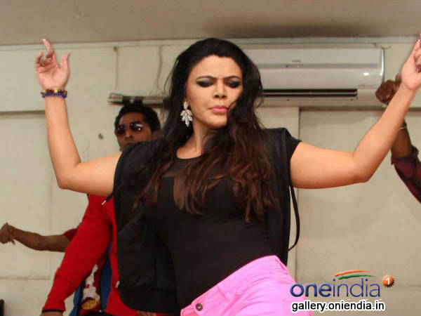 Rakhi Sawant Rehearsals For Country Club S New Year Show