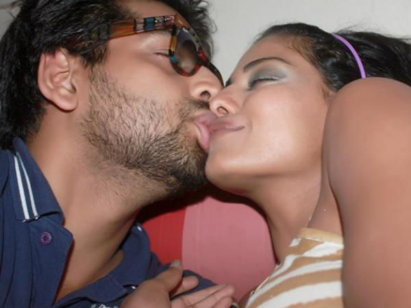 Pak Actress Veena Malik Accuses Indian Manager Blackmail