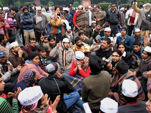 Clashes Between Aap Supporters Police