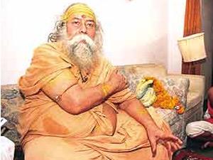 Shankaracharya Swami Swaroopanand Slaps Reporter