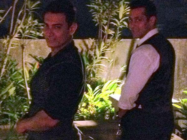 Aamir Khan Tweeted His Favorite Picture With Salman Khan