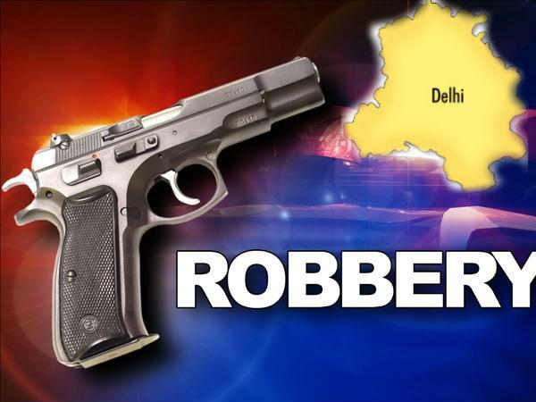 Daylight Robbery In Lajpatnagar Businessman Robbed Of Rs 8 Carore