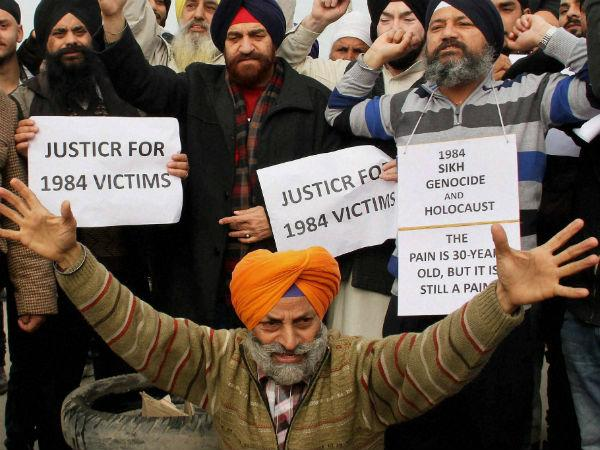 Sikh Groups Protest Outside Rahul Gandhis Residence