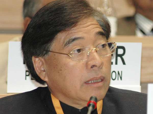 Congress Stalwart Gegong Apang Joins Bjp