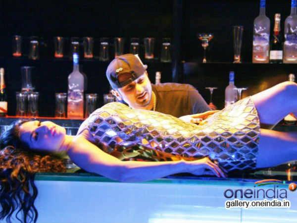 Sunny Leone Honey Singh Drunk Dipped Chaar Bottle Vodka Ragini Mms