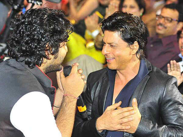 Shahrukh Farhan Honoured Aashiqui 2 Wins Most Mirchi Music Awards