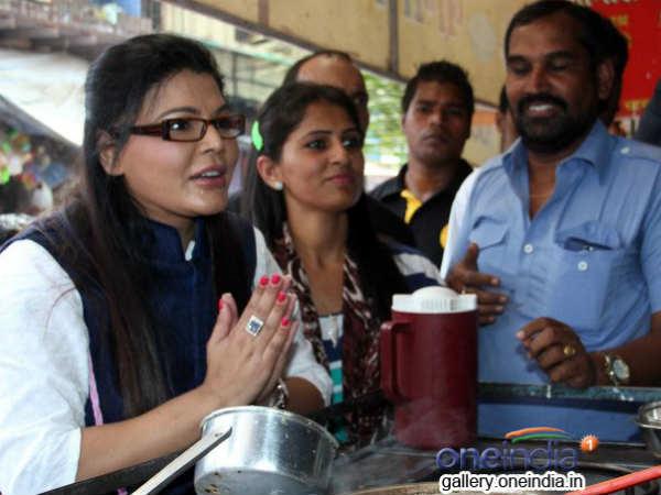 Rakhi Sawant Distribute Ddustbins Womens Day 016541 Pg