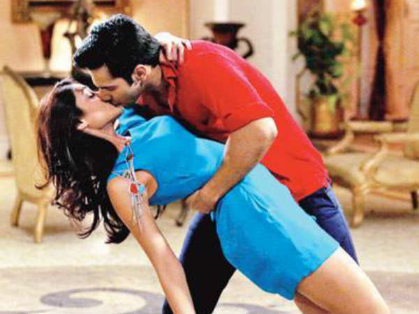 Varun Dhawan First Lip Lock With Ileana Dcuze Main Tera Hero