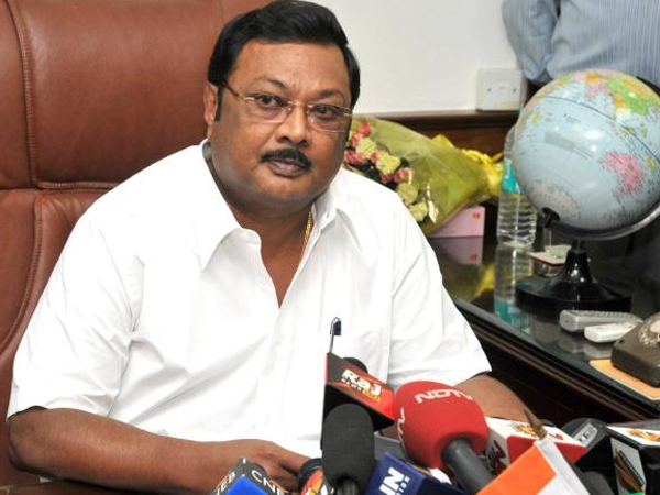 Alagiri Backs Modi As Pm Praises Aiadmk Lse