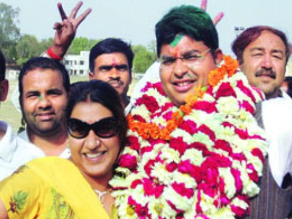 Sp Replaces Lucknow Candidate Ashok Bajpayi With Abhishek Mishra Lse