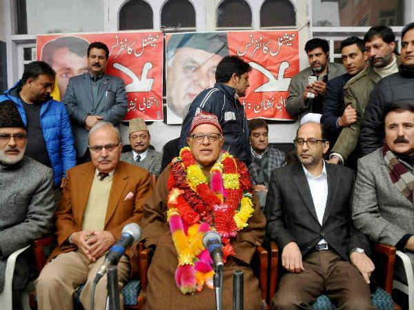Farooq Abdullah Says He Won T Let Kashmir Merge With India