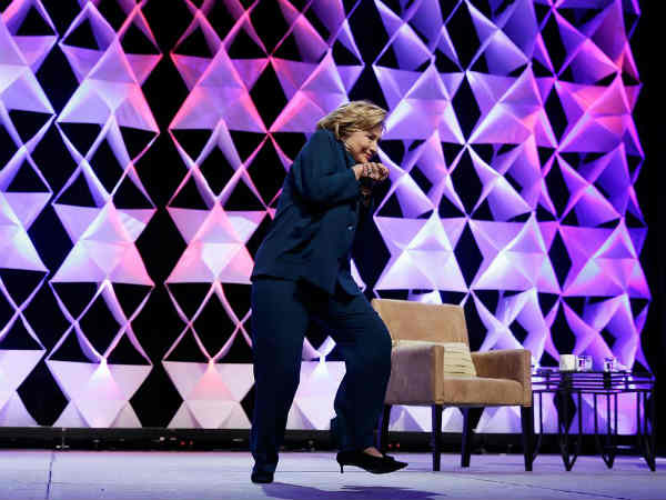 Shoe Thrown At Hillary Clinton During Las Vegas Speech Woman Arrested