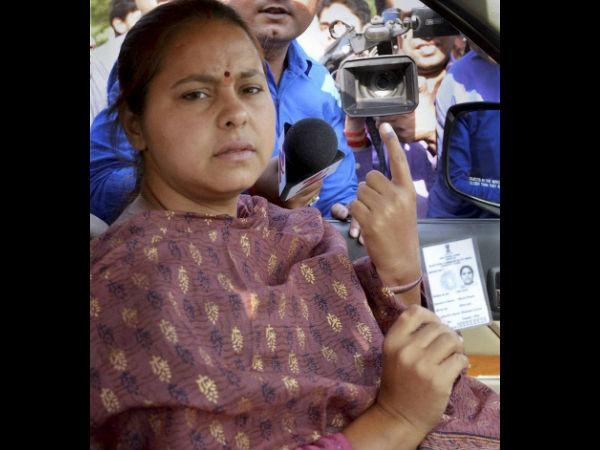 Lalu Yadav S Daughter Misa Bharti Damages Evm Machine Lse