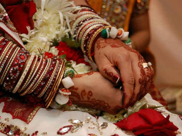 Here Newly Married Bride Robbed The Husband S Home Ran Away