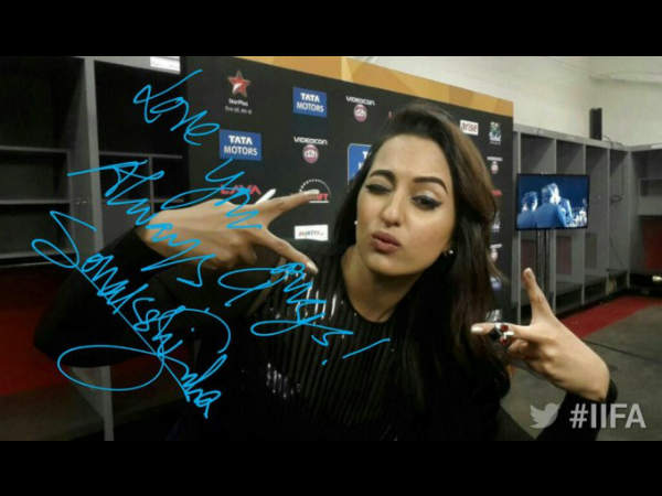 Iifa Fever Us Bollywood Fans Take Selfies With Stars