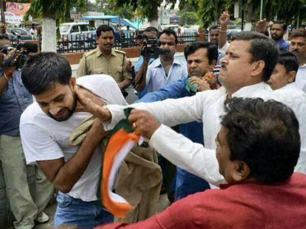 Congress Workers Beats Bjp Workers In Amethi During Polling Lse