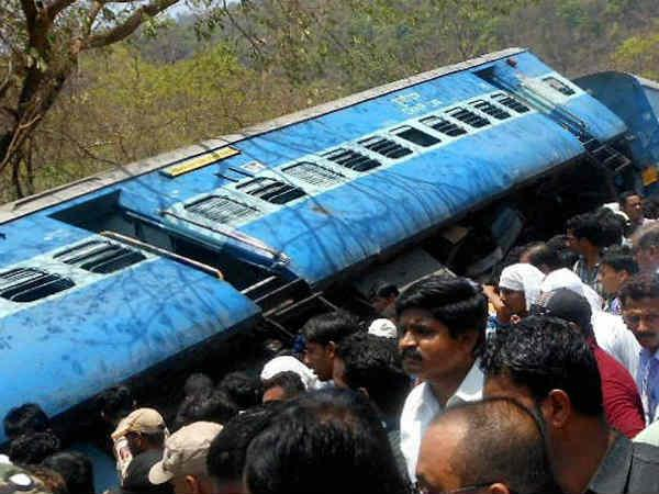 Gorakhdham Express Collides Near Basti