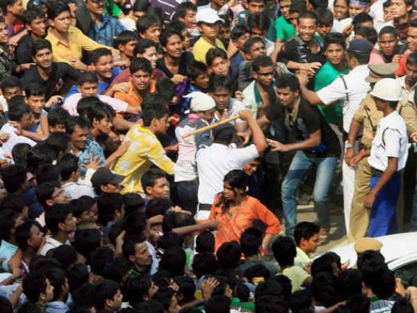 Kolkata Knight Riders Fans Ruckus At Eden Gardens Police Charge Lathis
