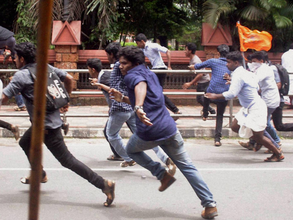 Abvp Nsui Supporters Fight With Each Other Du Campus