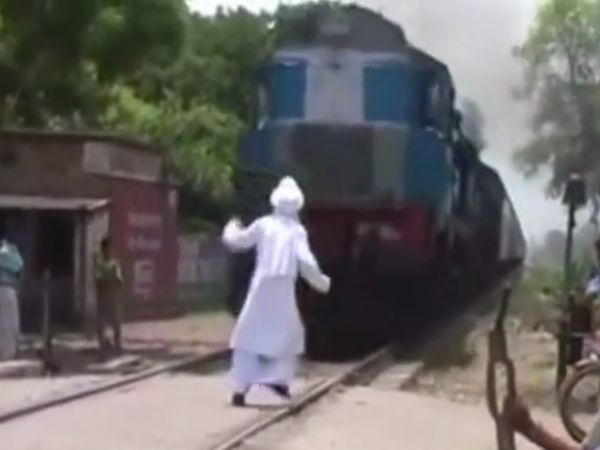 Old Man Stood Steadily Front Running Train Watch Video