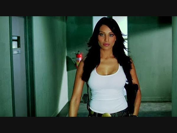 http://gujarati.oneindia.in/img/2014/06/25-1403683322-bollywood-actresses-who-played-cop-in-movies-03.jpg