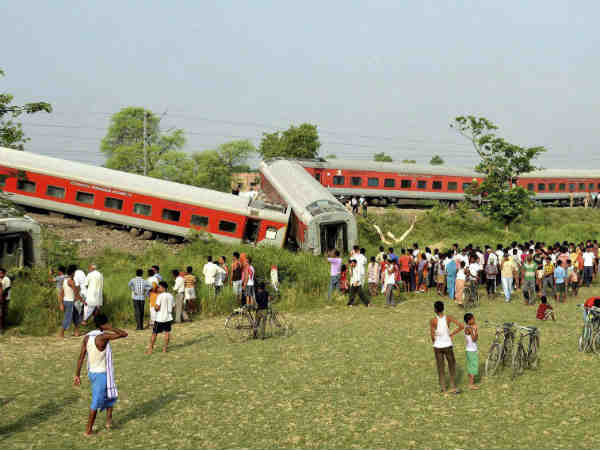 Rajdhani Express Derails Near Chhapra Bihar 4 Killed