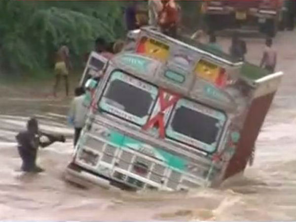 Tonk 12 Persons Stranded On A Truck That Is Stuck In River Banas