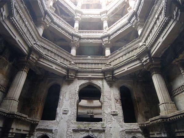 The Adalaj Stepwell Take Tour With Pics