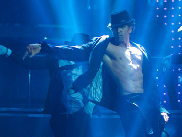 Hrithik Roshan Tribute To Michael Jackson In Bang Bang Title Track